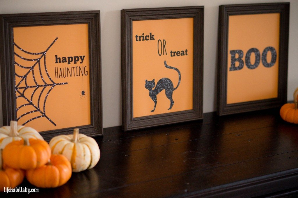 Free Halloween signs. Part of Free Halloween Printables Round-up: Over 100 Free Printables.