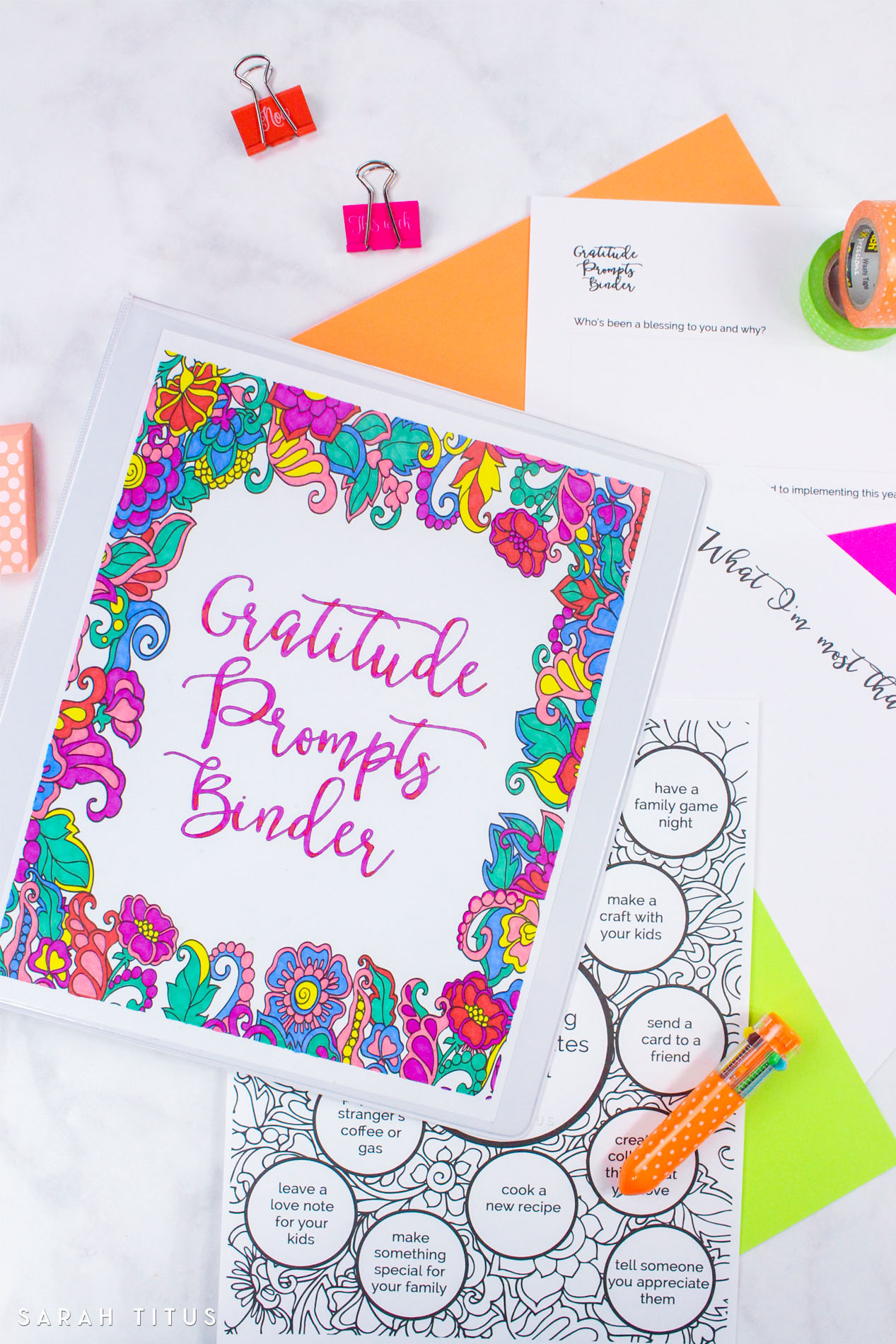Gratitude Prompts Binder. Part of Free Thanksgiving Printables Round-Up. Over 50 free Thanksgiving printables including decor, planners, labels, food decoration, and more! #thanksgiving #free #printable #freeprintable #thanksgivingprintable