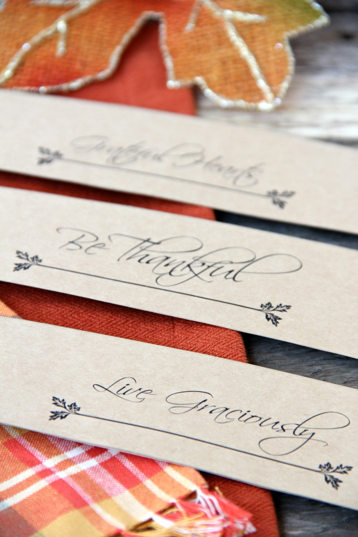 Thanksgiving Napkin Holders. Part of Free Thanksgiving Printables Round-Up. Over 50 free Thanksgiving printables including decor, planners, labels, food decoration, and more! #thanksgiving #free #printable #freeprintable #thanksgivingprintable