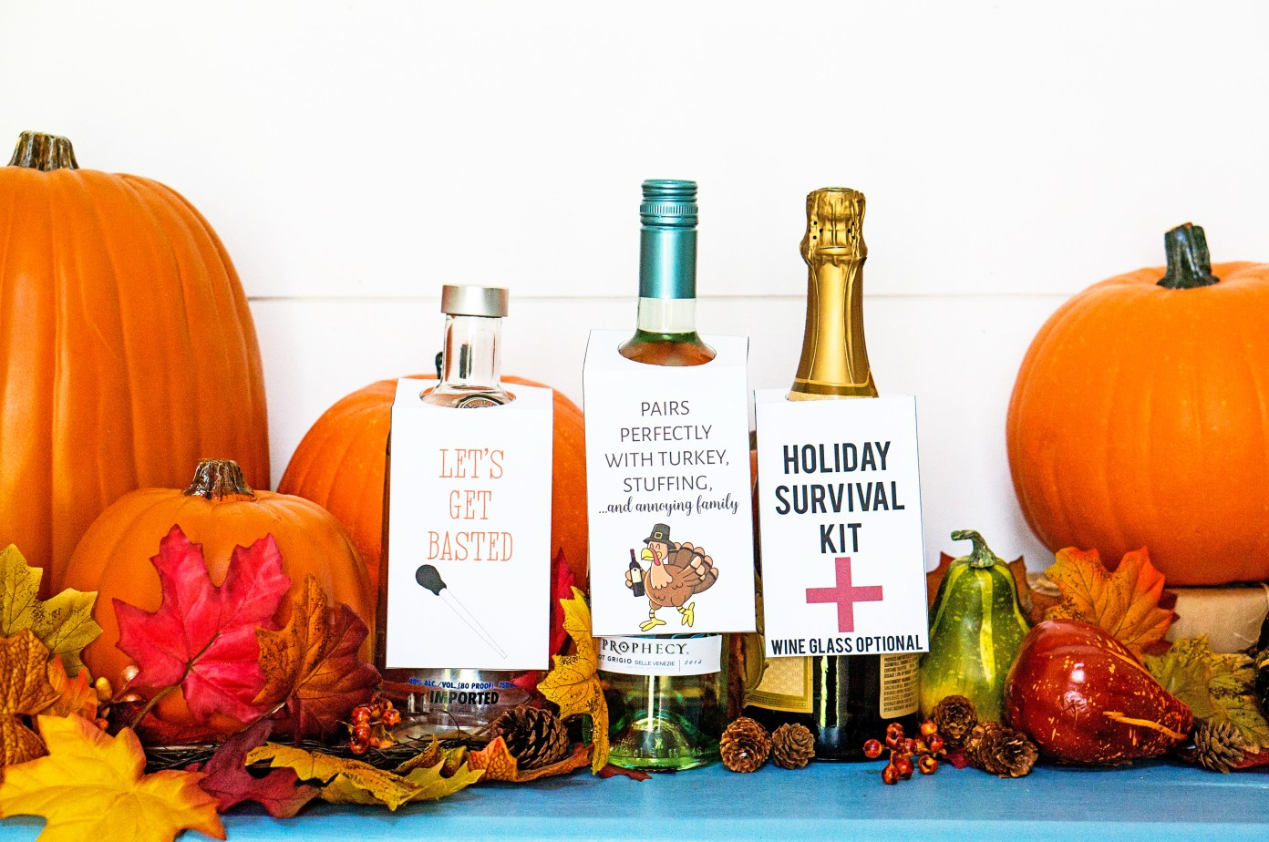 Thanksgiving Wine Labels. Part of Free Thanksgiving Printables Round-Up. Over 50 free Thanksgiving printables including decor, planners, labels, food decoration, and more! #thanksgiving #free #printable #freeprintable #thanksgivingprintable